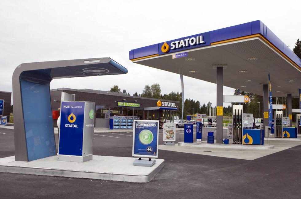 NY TYPE BENSIN: Med tilleggsstoffer skal Statoil øke rekkevidden på drivstoffet. Foto: Johnny Syversen/Statoil