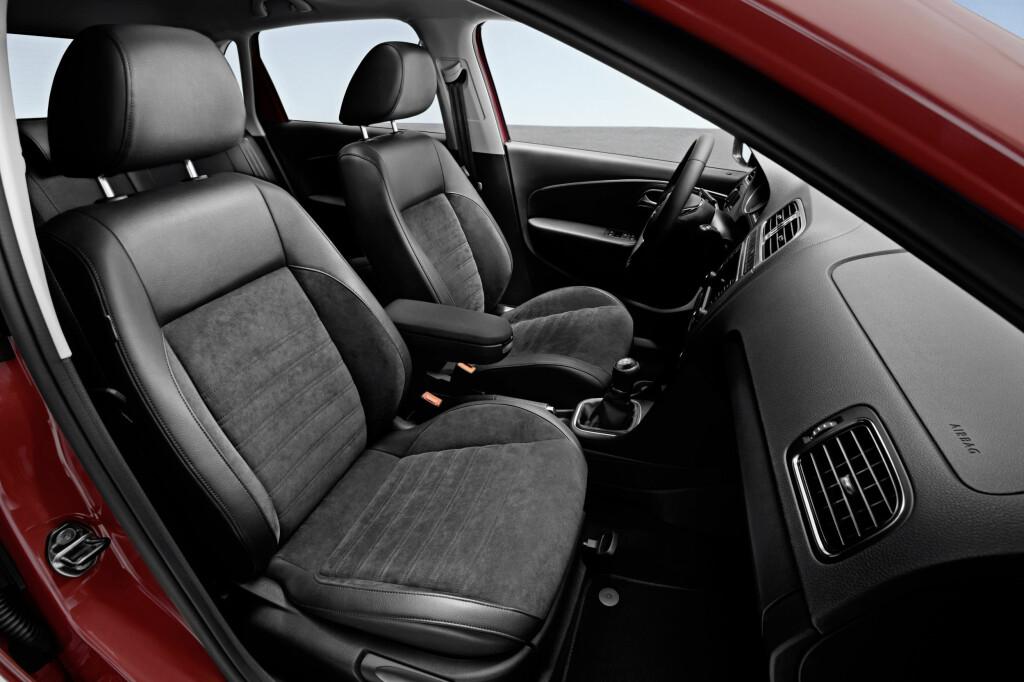 KOMFORT: Man sitter greit i Poloen, men ikke helt hundre prosent optimalt for undertegnedes del.  Foto: VW