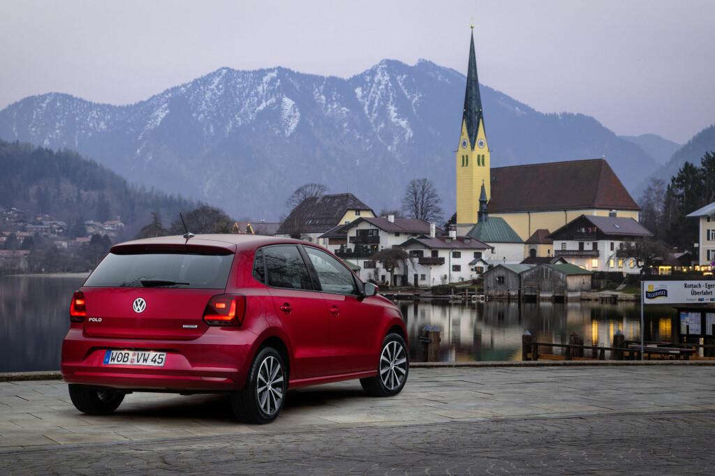 RAKT OPP: Akkurat som tårnet i bakgrunnen, har salgstallene til VW de siste årene skutt rett i været.  Foto: VW