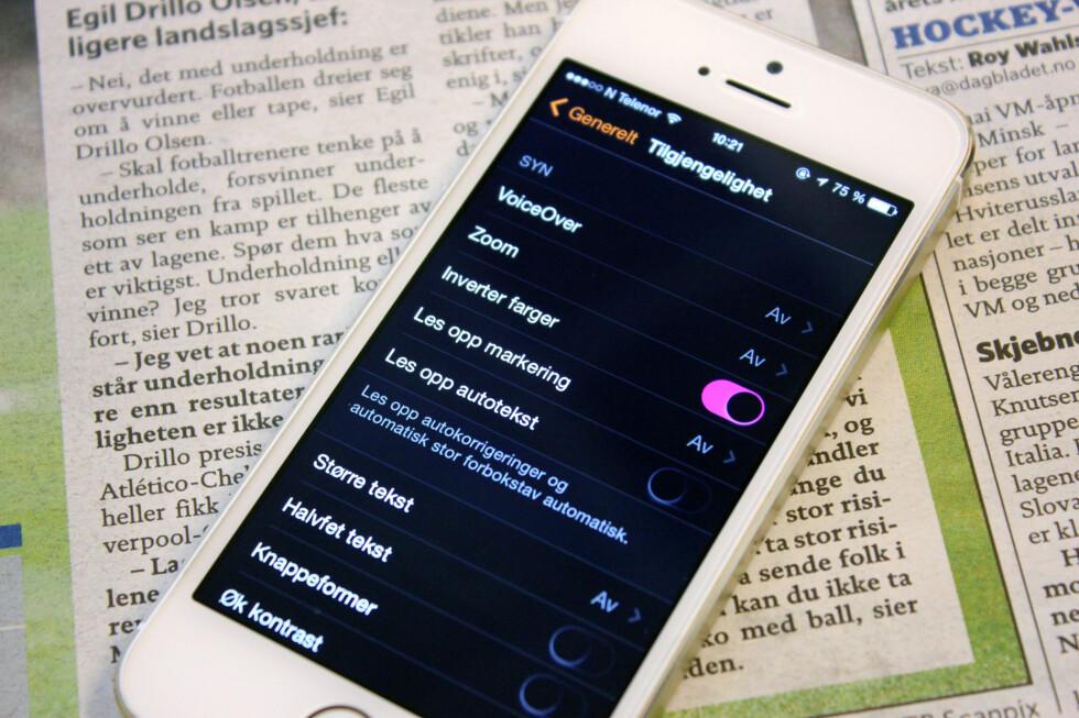 LESBAR: Hvis du sliter med å lese på iPhone-skjermen, finnes det flere måter å gjøre den mer lesbar på. Foto: KIRSTI ØSTVANG