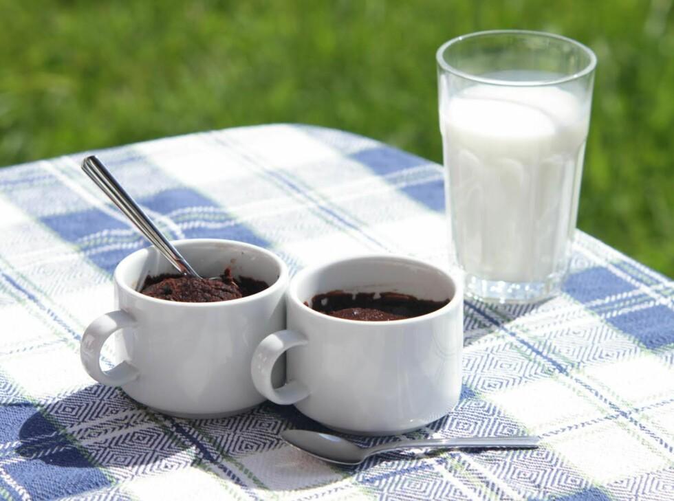 VOKSENTIPS: Et tips for å gjøre browniene bare litt mer heftige, er å putte teskje med whisky i røra.  Foto: KRISTINE MOLINA KJÆRSTAD