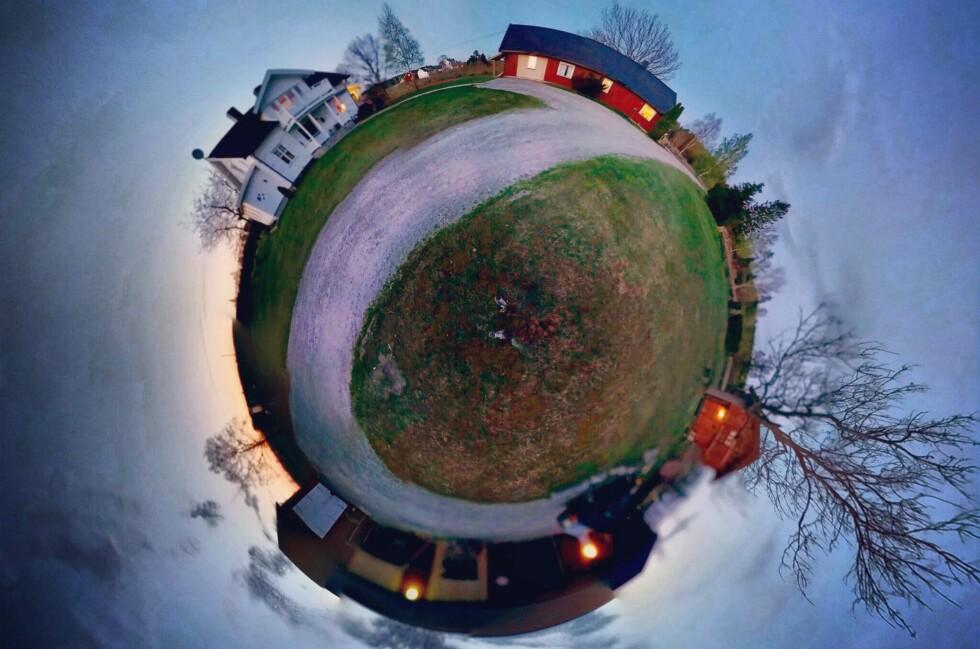 LITEN PLANET: En morsom bildeeffekt som er lett å få til med mobiltelefonen. Foto: PÅL JOAKIM OLSEN