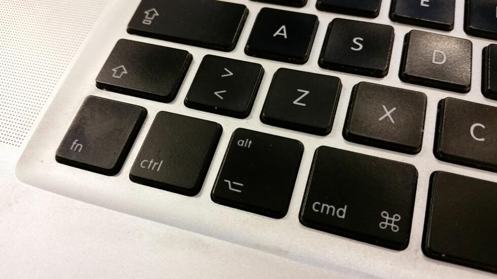 Fra venstre: Fn, ctrl, alt (option), cmd (eple). På tide å tørke over tastaturet igjen, ser jeg. Foto: PÅL JOAKIM OLSEN