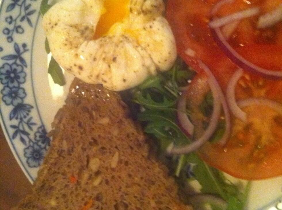 Voilà. Perfekt posjert egg, med myk plomme og fin form. Tilbehøret velger du selv.  Foto: Elisabeth Dalseg