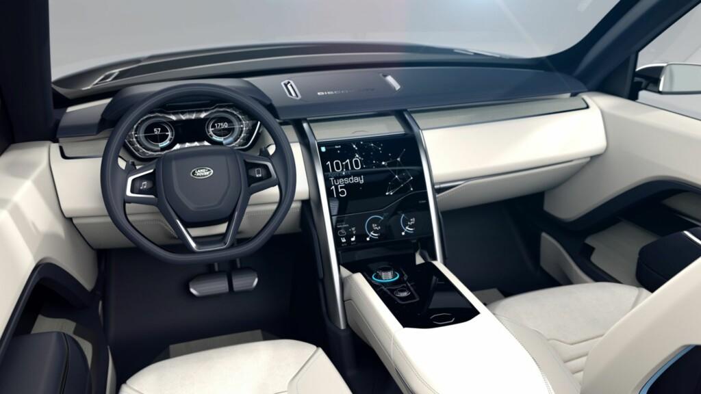 HØYTEKNOLOGISK: Gjenkjenning av håndbevegelser og OLED-skjermer i rattet, skal ta seg av den nødvendige betjeningen.Resultatet: Et svært ryddig førermiljø. Foto: LAND ROVER