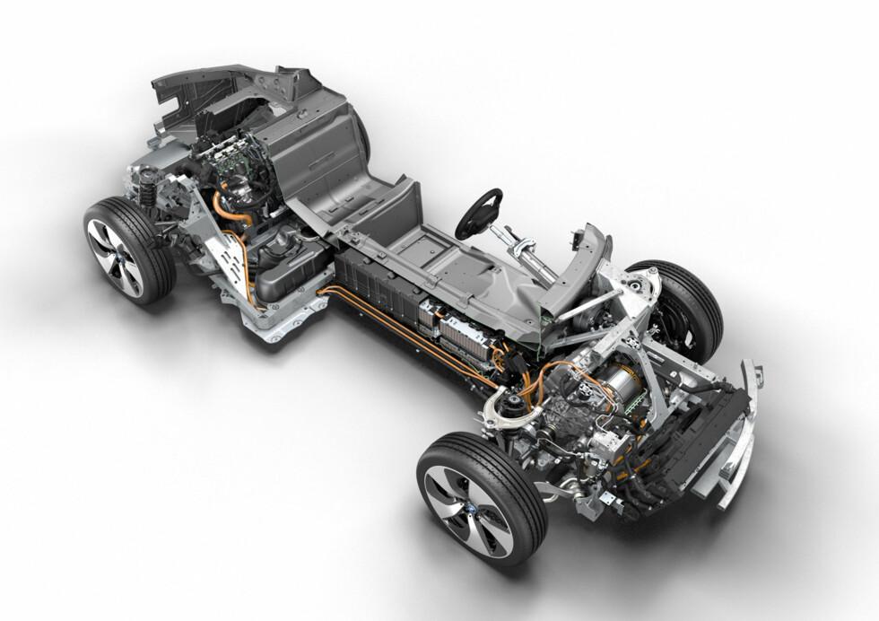 Slik ser hybrid-drivlinjen i BMW i8 ut.  Foto: BMW