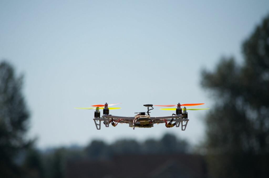 """<strong>HELIFOTO: </strong>Nå er det blitt lov for privatpersoner å fotografere fra luften. (Foto: <a href=""""https://www.flickr.com/photos/retrocactus/9449391330/in/photolist-fp1AQb-c78Lv9-epzcSL-9rLq5S-jz45uZ-dMR5tB-iovN3i-cAeXYU-cAeXHQ-esNLXa-cR73d7-cR72BN-dLgbL3-a9PHaa-jpNZoi-jpQTRS-jpQxTe-bXwwB1-c4TVAw-c4TWBw-bp4PbL-bYPzEQ-ff6TH9-bZGBdL-dMWxW9-dMWyRy-7v8e5a-7vc3f5-dLg7r1-dLazRF-jawLzP-8wZRKU-ggYpBR-bU2aUz-dhzrmr-dhzo25-bp4P7j-gCGG6j-gCHjqK-ePmB9i-ePybPU-bEx9Qw-bEx9JG-ckP9Lq-exjndu-g7PDtv-g7P5Kq-g7NXH1-dDzHs9-dDukq2"""">Quadopter + Bear</a> av John Bieler, <a href=""""https://creativecommons.org/licenses/by-sa/2.0/"""">CC-BY</a>)"""