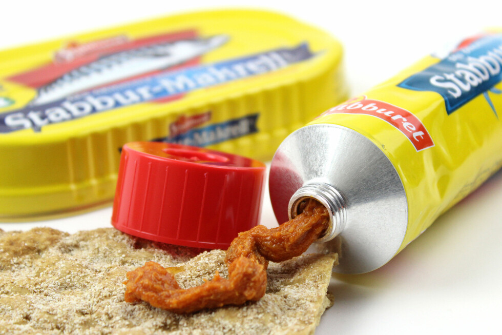 LES BAKPÅ: Stabbur-Makrell på tube er ikke bare et vanlig produkt, oppmalt. Mange tubeprodukter har nemlig en ganske annen oppskrift enn i de tradisjonelle pakkene.  Foto: OLE PETTER BAUGERØD STOKKE