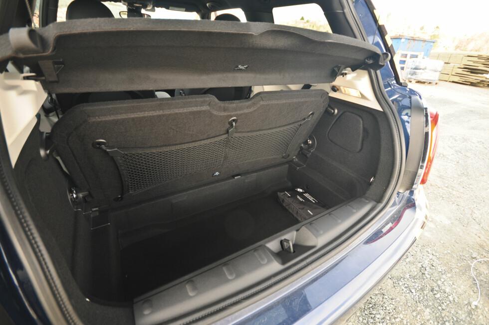 STØRRE, MEN...: 211 liter holder til parets week-endbagasje, men ikke stort mer. Foto: KAJ ALVER