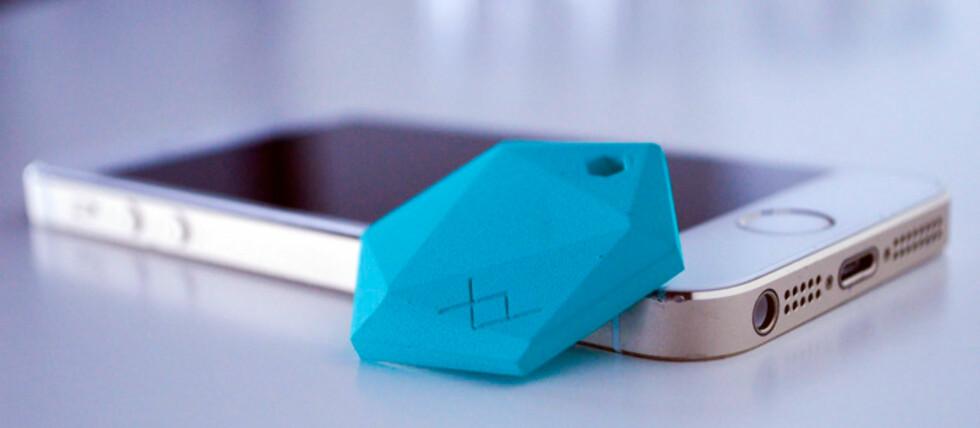 SMART TILBEHØR: Med denne lille brikken skal du kunne opp spore opp tingene dine om du roter de bort eller noen stjeler dem. Foto: XY