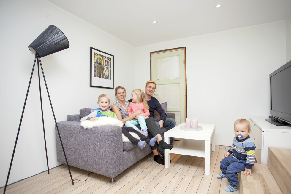 MYE Å SPARE: Familien Carlsen angrer ikke på at de gikk fra halogen til LED.  Foto: NORTRONIC