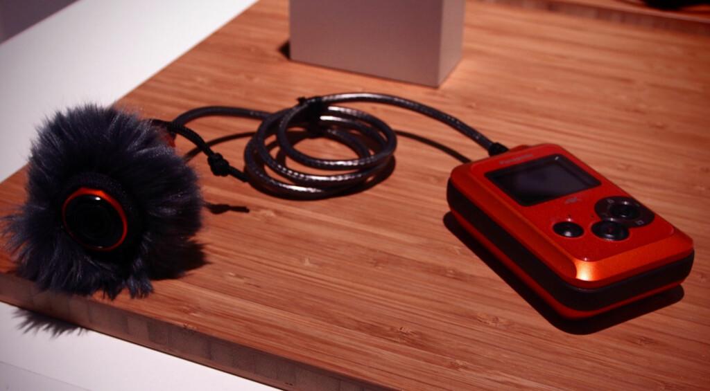 WINDJAMMER: Med den hårete dingsen rundt kameraet (ekstrautstyr) skal du i følge Panasonic få langt mindre vindstøy. Foto: ØYVIND PAULSEN