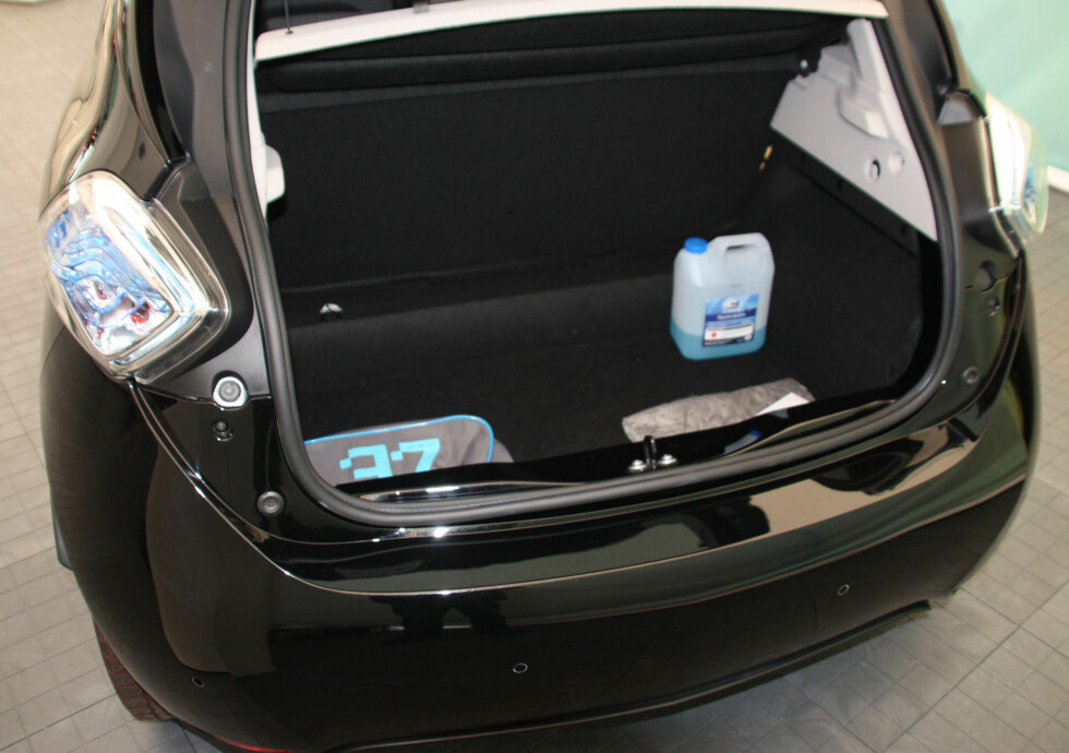 BRA BAGASJEPLASS: 338 liter er godt over normalen for en småbil og nærmere klassen over. Foto: KNUT MOBERG