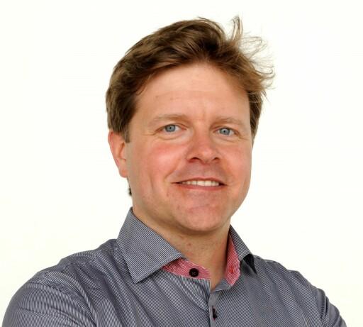 JOBBER FOR MER SIKKERHET: Prosjektleder for Cooperative ITS er Erik Israelsson. Foto: VOLVO