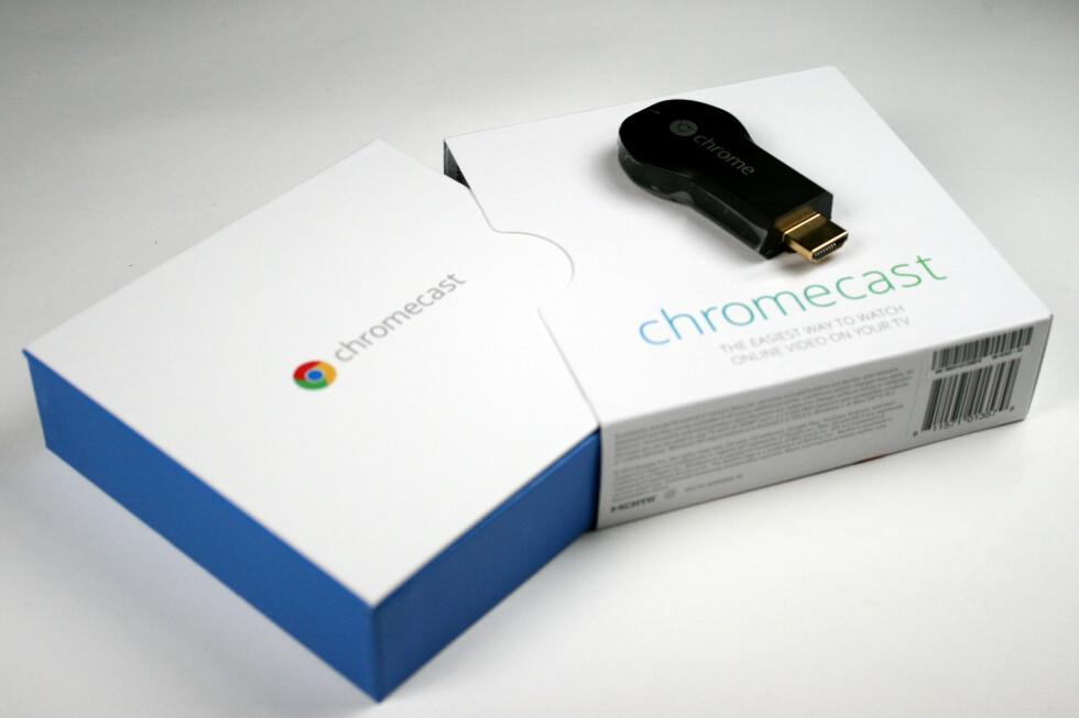 """Endelig er den klar for salg i Norge, den lille dingsen fra Google som skal gjøre TV-en din """"smart"""". Foto: Ole Petter Baugerød Stokke"""