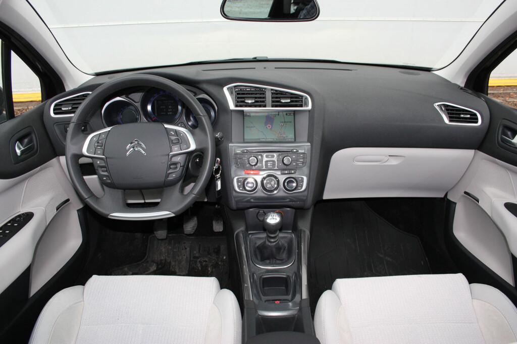 <b>MYE BEDRE:</b> Ikke interiøret, som fortsatt er helt OK slik vi ser her, men den lille motoren, som gjør god figur i Citroën C4. Kanskje Golf-konkurrenten får nytt liv selv her i landet, med denne motoren? Foto: KNUT MOBERG