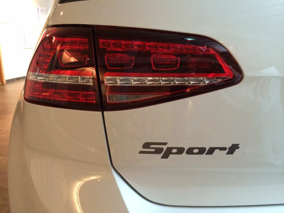 NAVNET SKJEMMER INGEN: Sport-emblemet er det samme som det som fantes på VW Golf generasjon 2, solgt mellom 1985 og 1990. Foto: JAN TORE KOPPERUD
