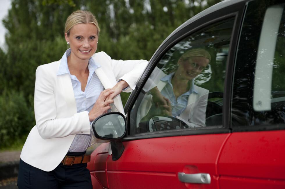 KLARE RÅD: Forbrukerøkonom Silje Sandmæl kommer med klare råd. Velg en bil som er billig å forsikre, og sjekk prisbildet ofte. Velg billigst.  Foto: NTB SCANPIX