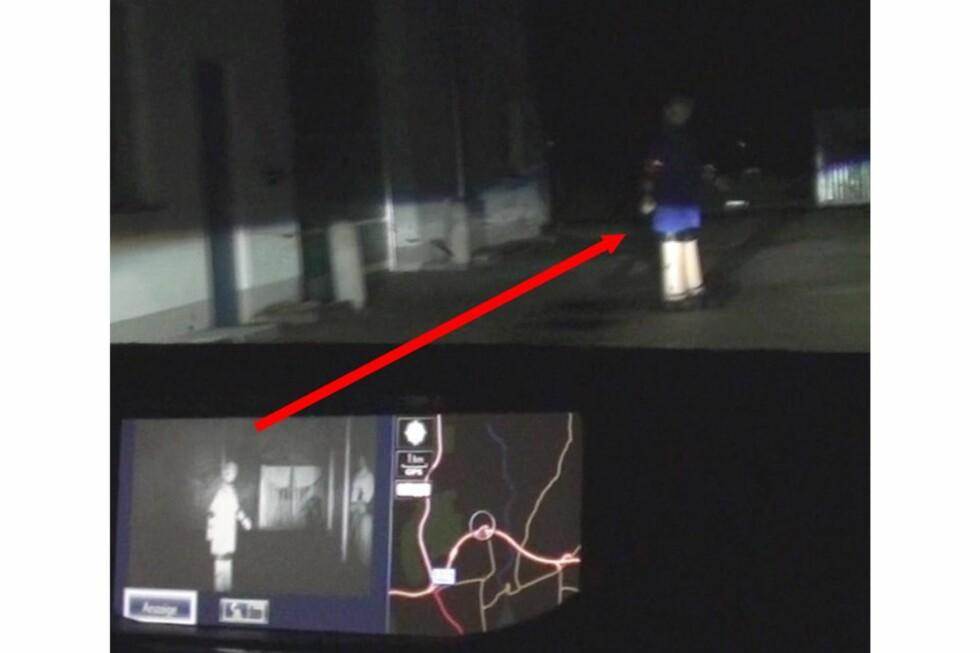 """SER I MØRKET: Lexus har et avansert system som også """"oppdager"""" fotgjengerne i mørket. Foto: AXEL GRIESCH/ADAC"""