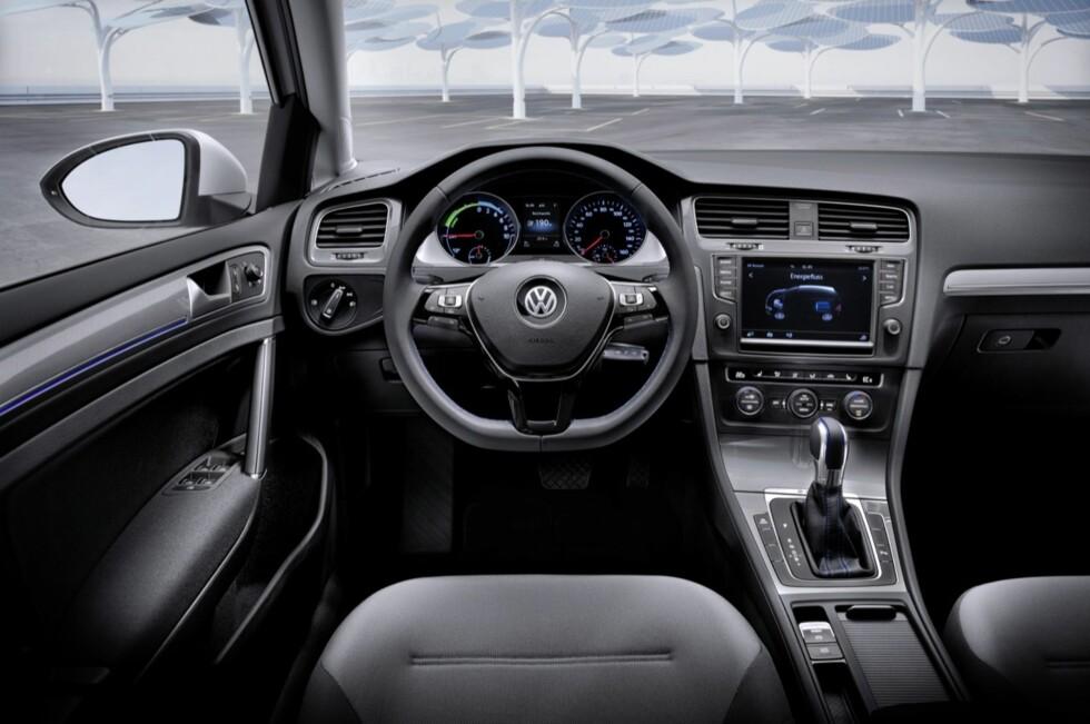 UTVILSOMT EN GOLF: Men kan den hamle opp med biler som i utgangspunktet ble designet for å være elbiler? Vi har kjørt den og svaret er ikke 100 prosent entydig. Foto: VW