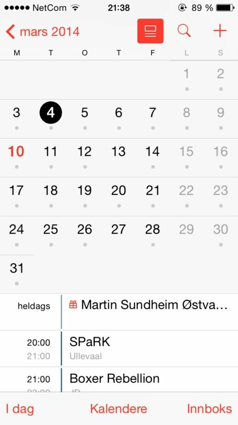 BEDRE KALENDER: Nå skal du kunne se hva som står på agendaen i månedsvisning igjen. Noe lignende fantes i iOS 6. Foto: KIRSTI ØSTVANG