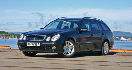 PÅ 5. PLASS: Det er kommet svært mange generasjoner Mercedes E-klasse opp gjennom årene, og det er også modellen som blir eldst av alle. Det er med på å forklare at det er den 5. vanligste bilmodellen her til lands. Foto: JOGRIM AABAKKEN