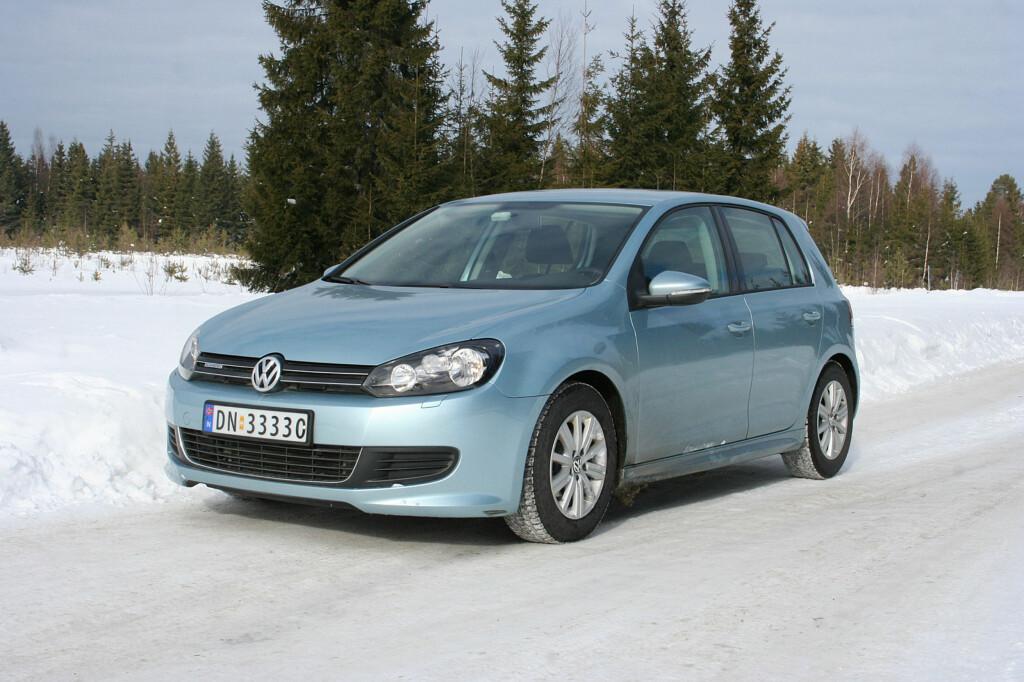 <B>NORGES VANLIGSTE:</B> Ikke nok med at VW Golf er bilen det fins flest av på norske veier, 2010-modellen (bildet) er den vanligste av alle årsmodellene. Og det er flere av dem nå enn det var ved utgangen av 2010: Per 31.12.2013 var det registrert 8.891 Volkswagen Golf av 2010-modell Foto: KNUT MOBERG