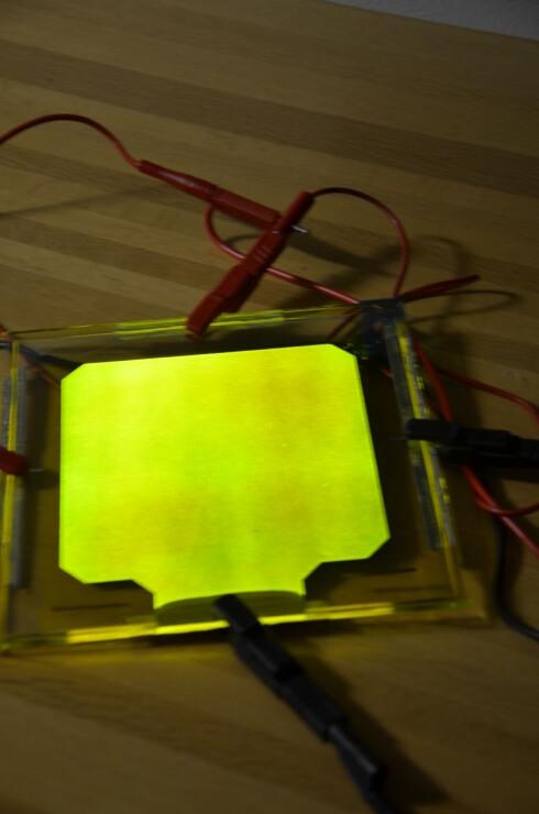 Filmen må tilføres strøm for å lyse. Dette er et prosjektbilde. Foto: LunaLEC