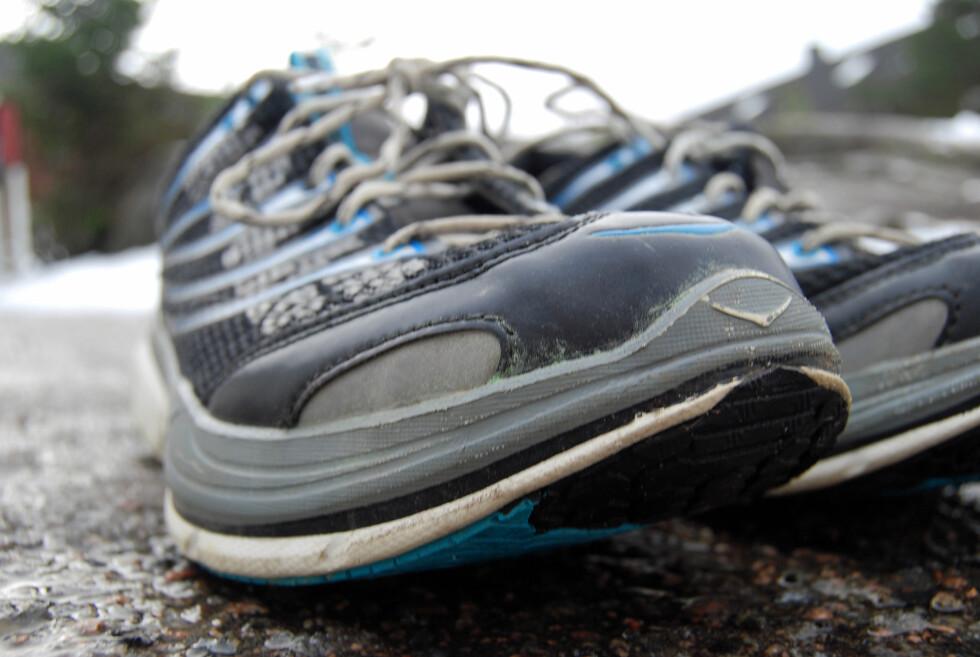 RULLESÅLE: Hokaene har en  såle som skal gi en naturlig rullebevegelse fra foten din tar bakken til du skyver fra med forfoten.   Foto: THOMAS STRZELECKI