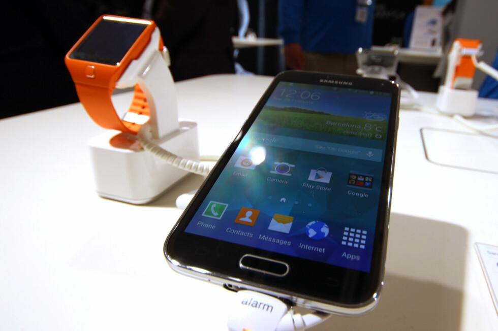 DEN STORE STJERNA: Samsungs nye mobil og smartklokke var noe av det som fikk mest oppmerksomhet på årets Mobile World Congress, men det var andre selskaper som gjorde seg bemerka også. Foto: KIRSTI ØSTVANG