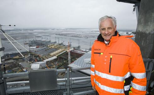 I RUTE: Administrerende direktør på Oslo Lufthavn, Nic Nilsen, sier de er veldig fornøyde med framdriften og den samtidige driften av flyplassen så langt. Foto: PER ERVLAND