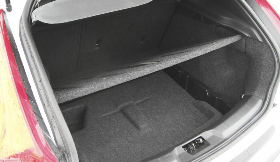 NAVNESURR: Når du kalle bilen for langrenn (Cross Country) forventer man å finne en skiluke. Foto:  RUNE M. NESHEIM