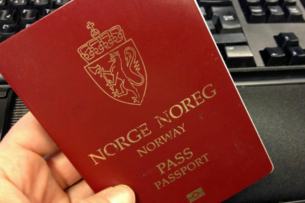BLIR NYTT: Passet skal få ny design, som kan innebære at det får ny farge. Foto: BERIT B. NJARGA