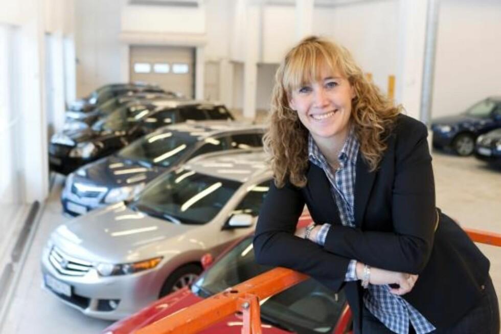 NETT-OPTIMIST: Ulrika Drotz Molin er administrerende direktør i KVD Kvarndammen, som satser på bilsalg på nett. En undersøkelse fra KPMG viser at mange vurderer å kjøpe bil via internett. Foto: KVD