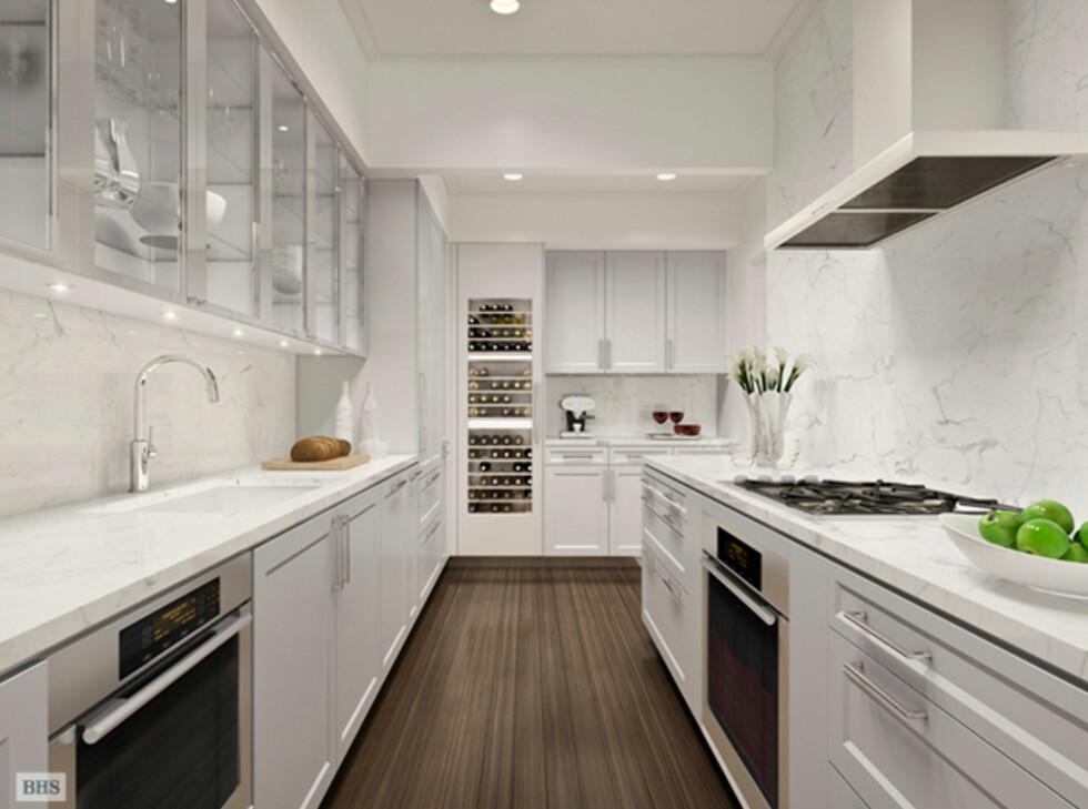 SieMatic-kjøkkenet kommer med hvitevarer fra Miele, og detaljer i Carrara-marmor. Foto: 22centralparksouth.com