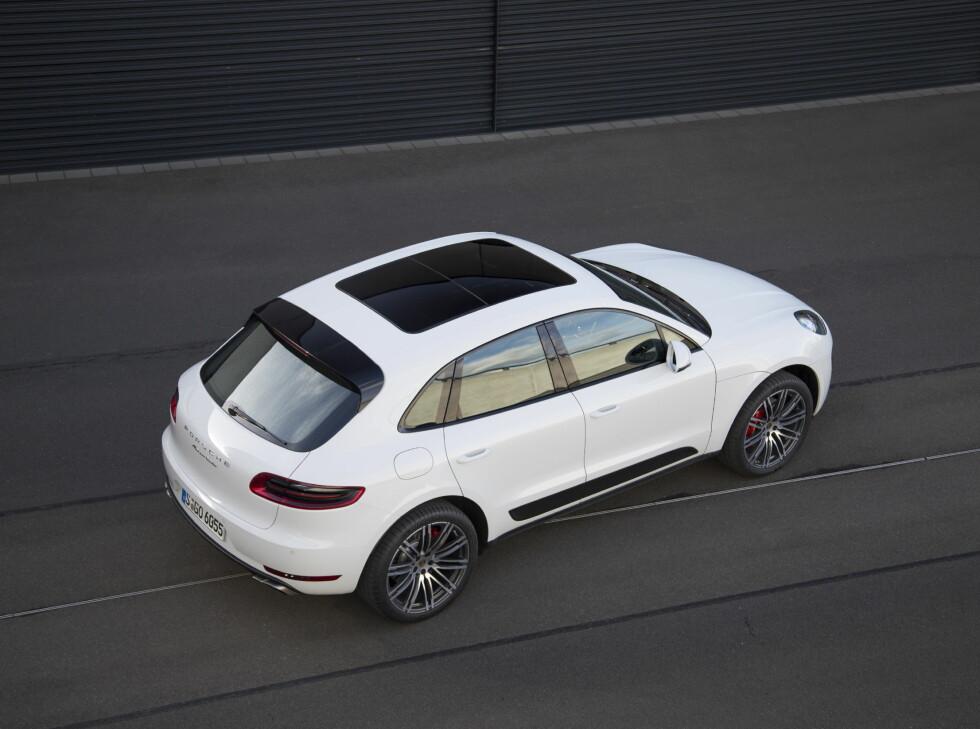 KOMMER: Porsche er i siget igjen takket være nykommeren Macan (bildet). Foto: Frank Ratering