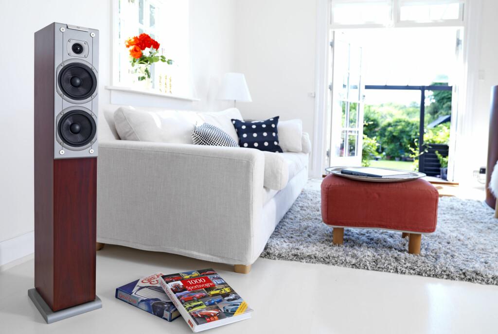 Audiovector Ki3 Super Discreet er ikke så trådløs som dette produktbildet fra produsenten kan gi inntrykk av. En liten tilkoblingsenhet henter strøm fra stikkontakten og signaler fra din valgte musikkilde, og sender begge deler til de to høyttalerne via en høyttalerkabel.  Foto: Audiovector