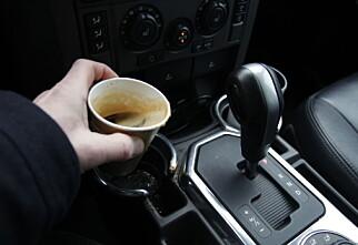 En kaffeskvett i bilen kan koste tusenlapper