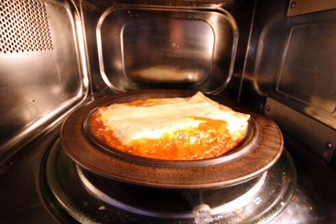 Mikromat: Ikke alt ser like delikat ut når du må helle det på en tallerken før oppvarming: Det glir liksom veldig utover ... For ordens skyld: Dette er lasagne. Foto: OLE PETTER BAUGERØD STOKKE