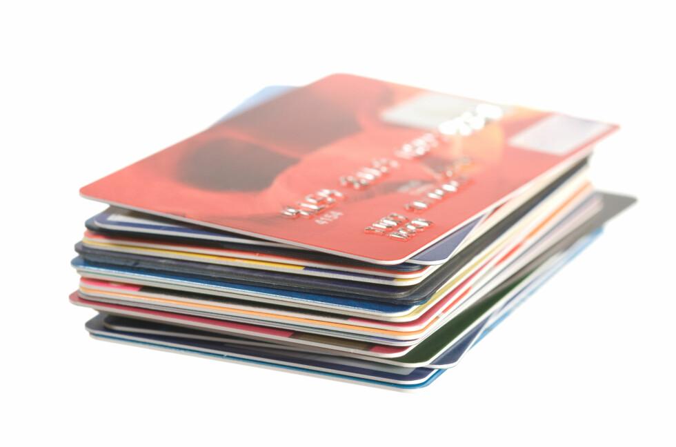 KREDITTPROBLEMER:Enkelte får innvilget en hel bunke med kredittkort, uten å ha betalingsevne. Et problem man kan unngå med et gjeldsregister, mener Gjeldsoffer-Alliansen. Foto: COLOURBOX.COM