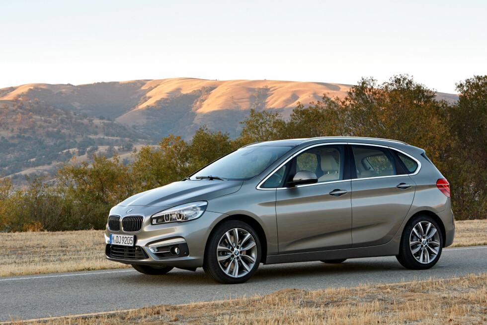 <b>NY FOLKEVOGN? </b> Statistikken over nybilregistreringer viser at folk fortsetter å kjøpe biler i uvanlig stort antall - og BMW gjør det eksepsjonelt bra; de er nummer tre på salgsstatistikken så langt i år. Og det er før den folkelige 2-serie Active T Foto: BMW