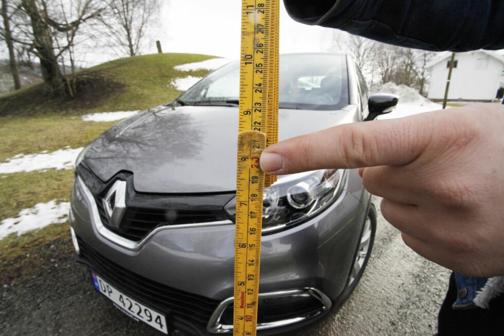 SITTER HØYT: Renault Captur skilter med 20 centimeter bakkeklaring. Det er høyaktuelt for mange. Foto:  Rune M. Nesheim