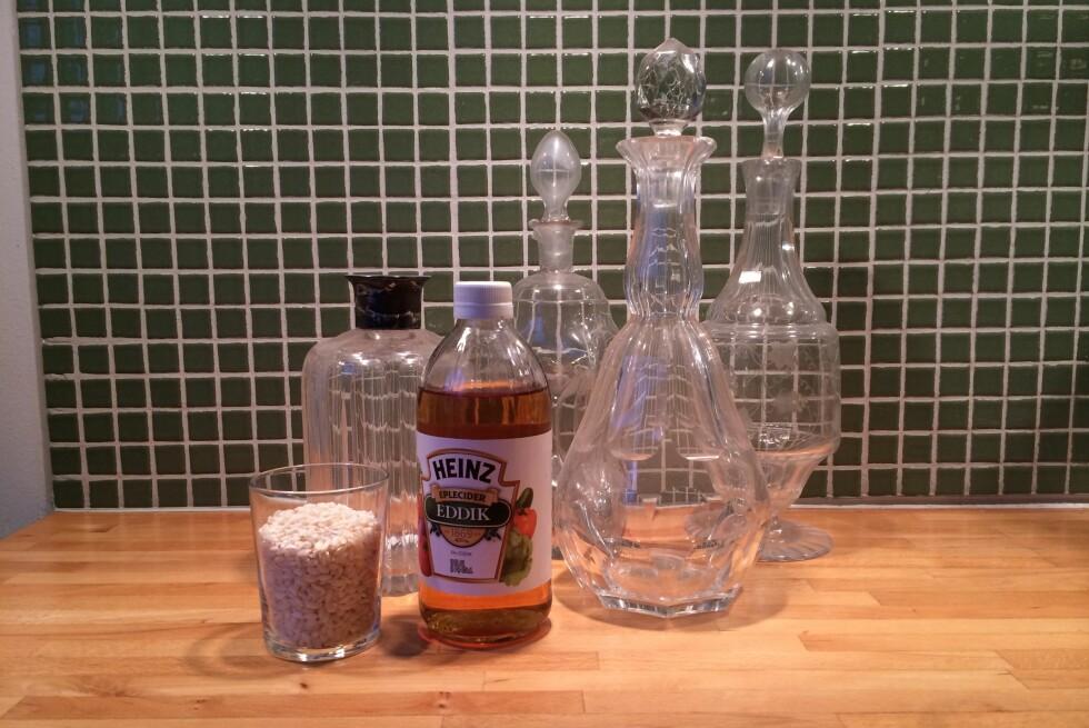 Helt naturlig: vask flaskene med eddik og riskorn. Foto: ELISABETH DALSEG