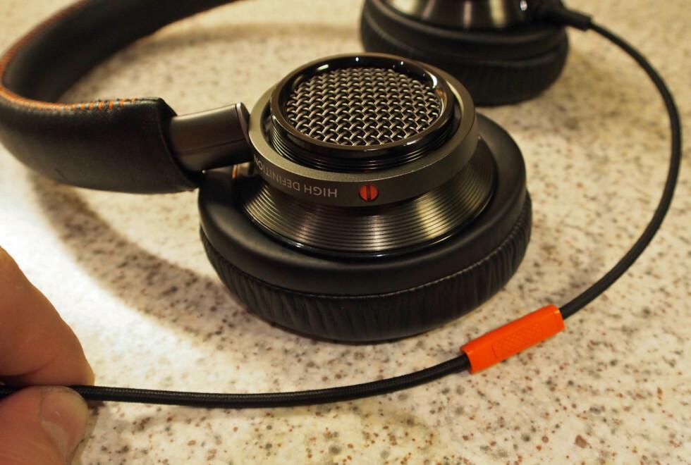 Philips Fidelio L2, fjernkontrollen kunne vært bedre, i tillegg mangler volumstyring. Foto: ØYVIND PAULSEN