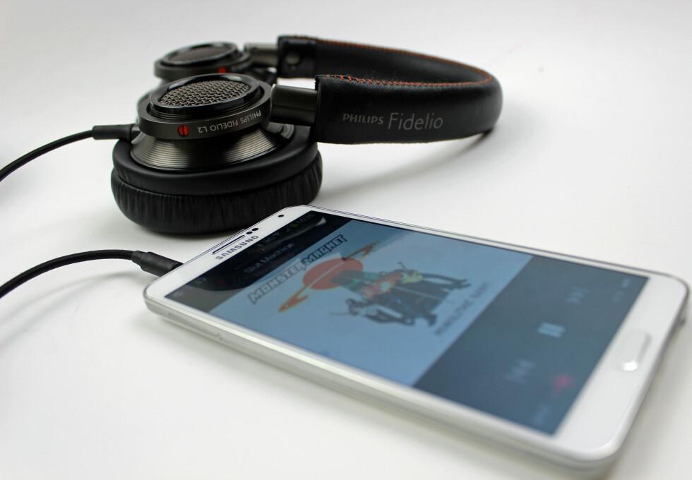 Philips Fidelio L2 låter godt, selv rett fra mobilen. Foto: ØYVIND PAULSEN