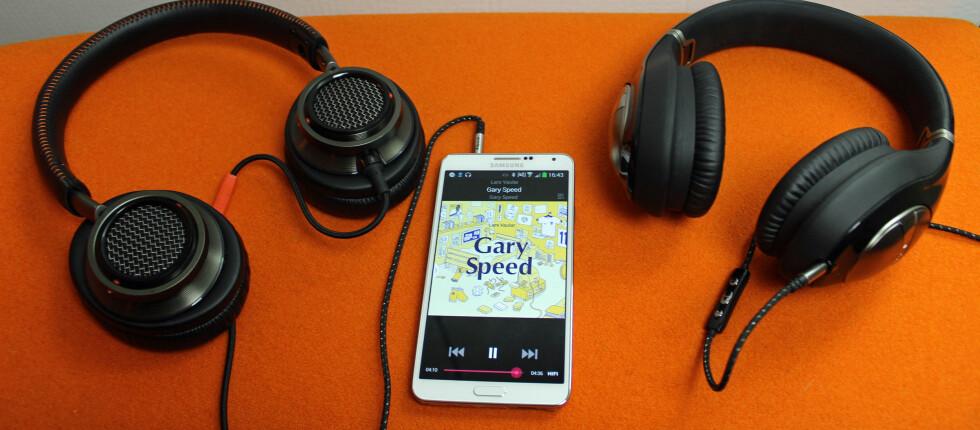 Her får du god lyd rett fra mobilen, i dette tilfellet fra vår Samsung Note 3 og WiMP Hifi. Philips Fidelio L2 til venstre og Klipsch Status til høyre. Foto: ØYVIND PAULSEN