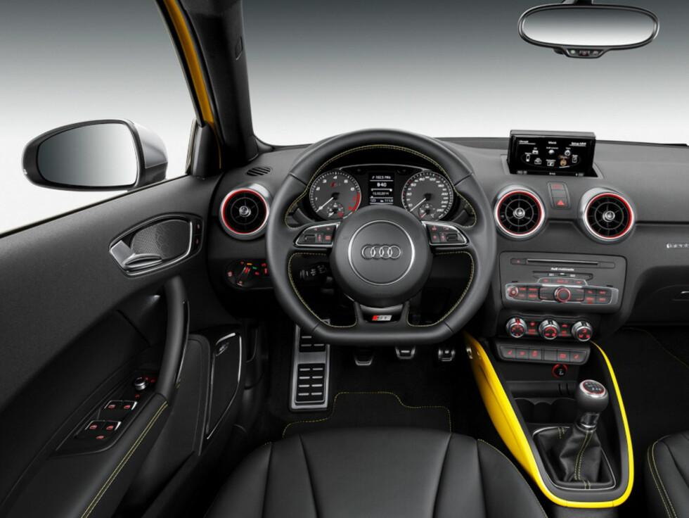 Cockpiten er resolutt sportslig... Foto: AUDI