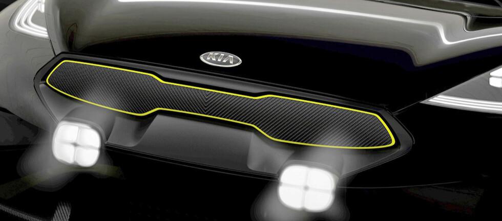 BLINK-BLINK: Å varsle om fartskontroll ved å blinke med lysene kan være forbudt av indirekte årsaker.  Foto: Kia