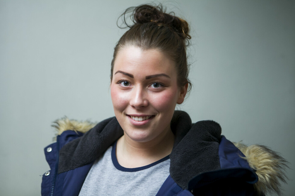 GJELDSSLAVE? Får unge tatt opp forbrukslån og kredittkort, selv med studentøkonomi? Det har Mathilde Njarga (21) testet for DinSide. Foto: PER ERVLAND