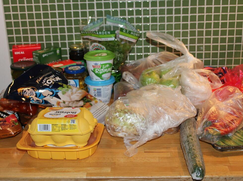 Alt vi trenger til middag en uke: Rett på døren.  Foto: Elisabeth Dalseg